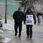 1199 SEIU pickets for fair wages at Women & Infants
