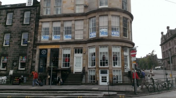 YES signs adorn apartment windows in Edinburg, Scotland. (Photo by Wendy Holmes)